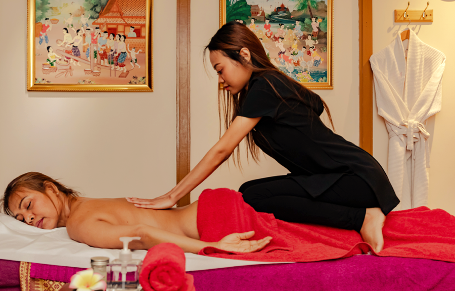 Authentic Thai Full Body Massage with Oil